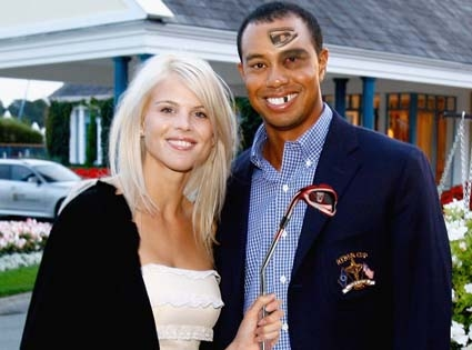 Elin & Tiger Woods pose for a recent picture